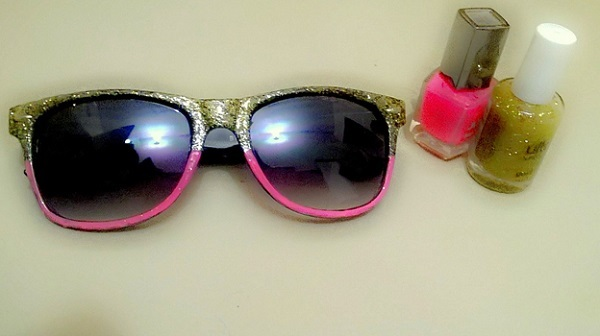DIY: Nail polish your funky sunglasses - Lenskart Blog