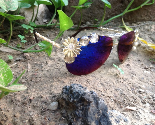 Embellish the mirror sunglasses for beaches