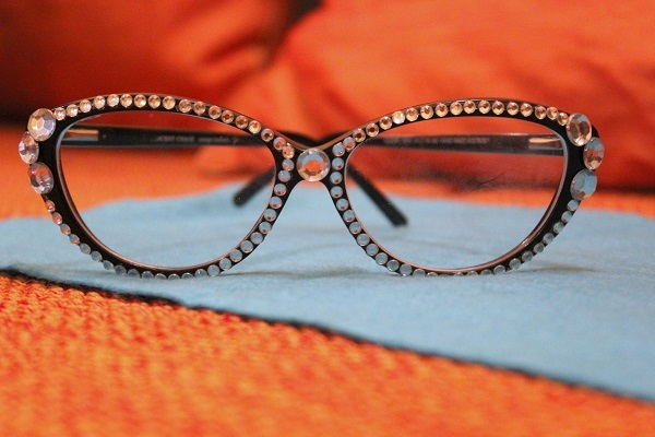 DIY with cat eye glasses
